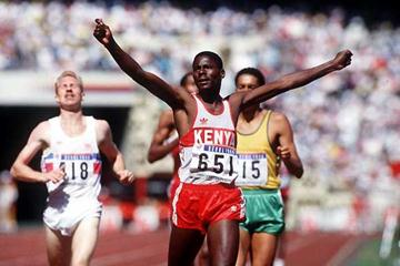 Paul Ereng (KEN) wins Seoul Olympic 800m - 1988 (Getty Images)