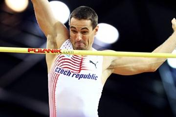 Roman Sebrle of Czech Republic during the Heptathlon Pole Vault (Getty Images)