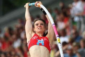 Silke Spiegelburg rises to the occasion at the 2009 German champs in Ulm (Getty Images)