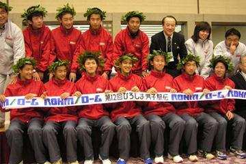 The victorious Hyogo squad in Hiroshima (Ken Nakamura)