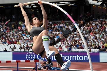 Ekaterini Stefanidi in the pole vault at the IAAF Diamond League meeting in London (Kirby Lee)