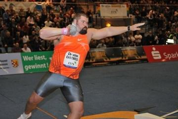 Christian Cantwell spins to a world-leading 21.32m toss in Nordhausen (W. Hasselbach)