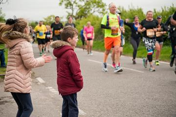 Young spectators cheering for runners (JM)