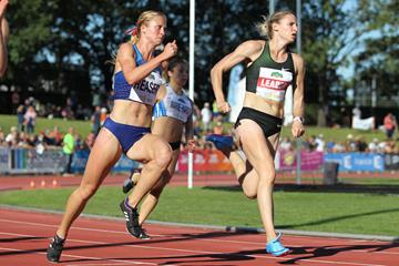 Carolin Schafer (r) in the Talence 200m (Jean Pierre Durand)