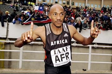 Frankie Fredericks after winning the 200m at the 1998 IAAF World Cup in Johannesburg (Getty Images)