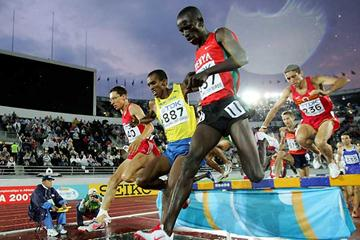 Mustafa Mohamed (SWE) battles away in the 2005 World Championship 3000m Steeplechase final (Getty Images)