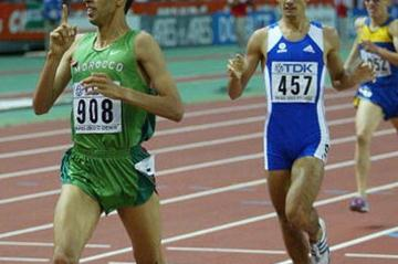 Hicham El Guerrouj crosses the finish line of the men's 1500m (Getty Images)