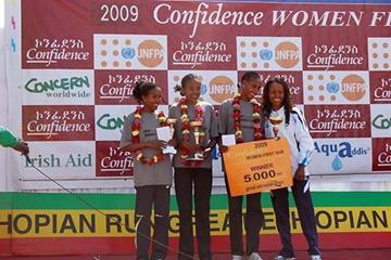5km Confidence Run victory podium - Urgessa, Godana, and winner Asselefech Mergia with Meseret Defar (Elshadai Negash)