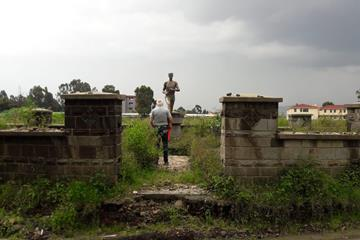 Jos Hermens visiting the grave of Abebe Bikila (Jos Hermens)