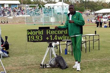 Usain Bolt with his World Junior record clock (GrenadaSports)