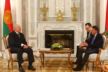 IAAF President Sebastian Coe (right) with the President of Belarus Alexander Lukashenko (www.belta.by)