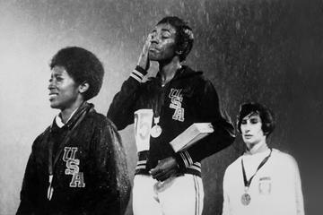 Wyomia Tyus on the podium at the 1968 Olympic Games in Mexico City (AFP / Getty Images)