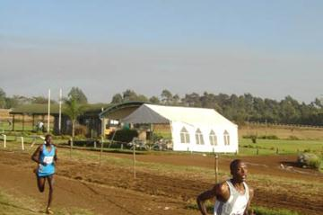 Augustine Choge en route to his win at the 2006 Kenyan Cross Country Championships (Omulo Okoth)