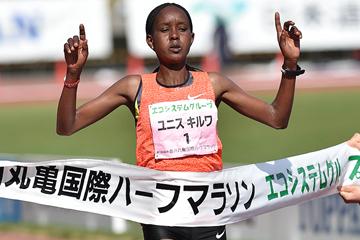 Eunice Kirwa of Bahrain crosses the finish line (Masamichi Makino)