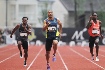 Jimmy Vicaut on his way to winning the 100m in Montreuil (Jean-Pierre Durand)