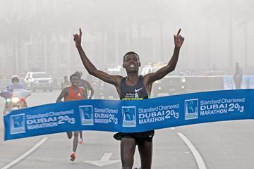 Ethiopia's Lelisa Desisa wins 2013 Standard Chartered Dubai Marathon (Standard Chartered Dubai Marathon)
