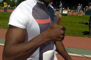 Shawn Crawford after his 9.88 win in Prefontaine (Kirby Lee)
