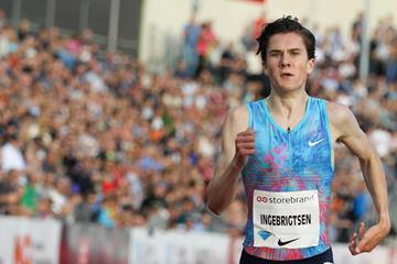 Jakob Ingebrigtsen en route to his 3:56.29 mile victory in Oslo (Jean Pierre Durand)