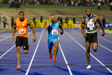 Yohan Blake (l) upsets Usain Bolt in the 100m at the Jamaican Championships in Kingston (AFP / Getty Images)