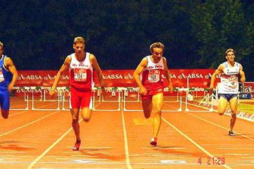 Ockert Cilliers (left ) edges out Louis van Zyl (middle) to win the 400m Hurldes (Ouma)