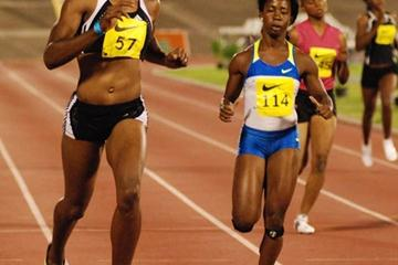 Rosemarie Whyte (left) wins the women's 200m ahead of Shelly-Ann Fraser at the UTech Classic (Sporting Eagle)
