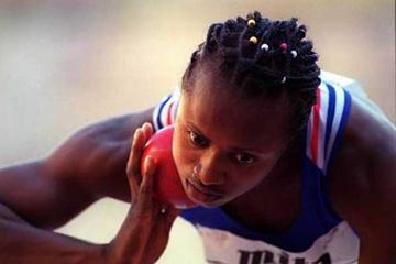 Eunice Barber prepares to throw during the 1999 World Championhips Heptathlon (Getty Images)