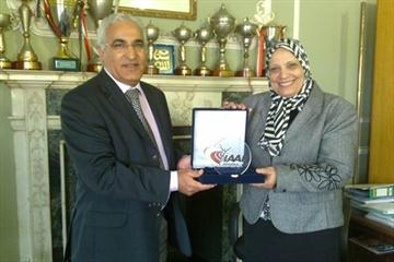 Malek El Hebil (IAAF) presents IAAF plaque to Dr Saffya Hamdy Abdurrahman the Dean of the Heelwan Faculty of Sport and Physical Education (Cairo) (IAAF.org)