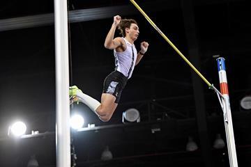 Mondo Duplantis tops 6.03m in Rouen (Jiro Mochizuki)