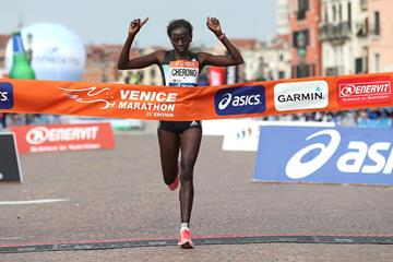 Priscah Jepleting Cherono winning the Venice Marathon (Giancarlo Colombo / organisers)