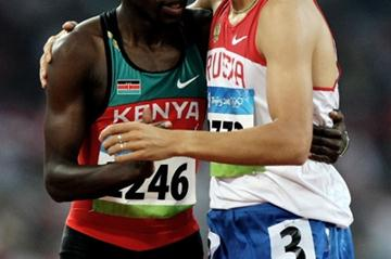 Wilfred Bungei and Yuriy Borzakovskiy, the automatic qualifiers from the first heat of the men's 800m (Getty Images)