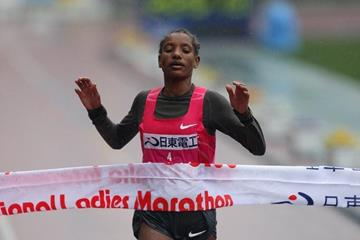 Amane Gobena of Ethiopia breaks the tape at the 2010 Osaka Marathon (Yohei Kamiyama/Agence SHOT)
