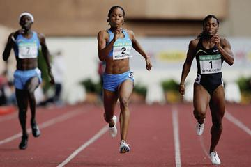 Sanya Richards defeats Tonique Williams-Darling to win the World Athletics Final (Getty Images)