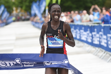 Eddah Jepkosgei wins the Edinburgh Marathon (Organisers)