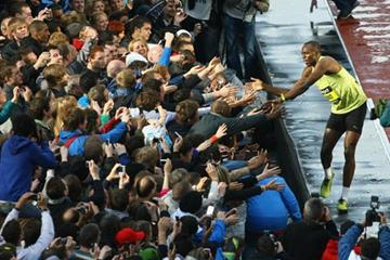 Usain Bolt greets fans after his run at BUPA Great City Games 150m (Getty Images)