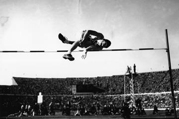 1952 Olympic high jump champion Walter 'Buddy' Davis in action in Helsinki (Getty Images)