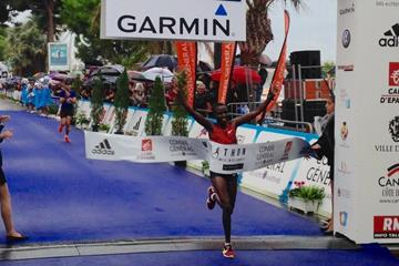 Rose Jepchumba wins at the 2014 Marathon des Alpes-Maritimes Nice-Cannes (Organisers)