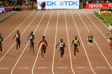 Dina Asher-Smith wins her 200m semi-final from Jeneba Tarmoh and Veronica Campbell-Brown at the IAAF World Championships, Beijing 2015 (Getty Images)