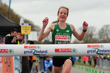 Fionnuala McCormack wins at the 2016 Great Ireland Run (Tomas Greally)