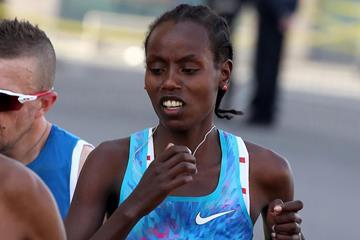 Rahma Tusa en route to her third Rome Marathon victory (Giancarlo Colombo)