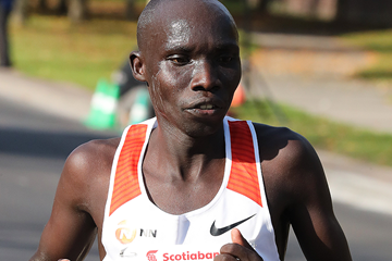 Philemon Rono on his way to winning the Toronto Waterfront Marathon (Victah Sailer / organisers)