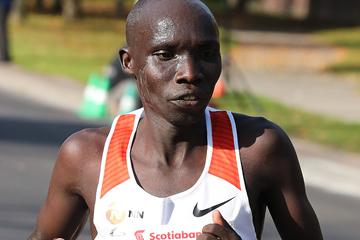 Philemon Rono on his way to winning the Toronto Waterfront Marathon (Victah Sailer / organisers)