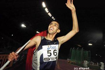 Hicham El Guerrouj happy after his world record mile in Rome (© Allsport)