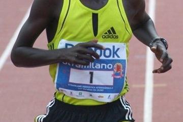 Philemon Kisang Kipchumba wins the 2008 Stramilano Half Marathon (Lorenzo Sampaolo)