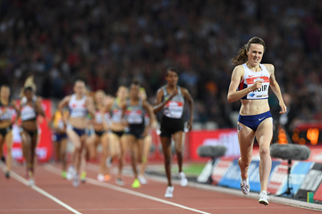 Laura Muir leads the 1500m at the IAAF Diamond League meeting in London (AFP / Getty Images)