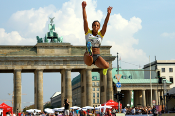 Malaika Mihambo competes at the 2016 edition of Berlin Fliegt! (Benjamin Heller)