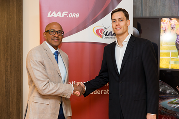 Frank Fredericks with IAAF Athletes' Commission Chairman Rozle Prezelj (Philippe Fitte)