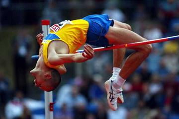 Stefan Holm of Sweden jumping in the 2004 European Cup (Getty Images)