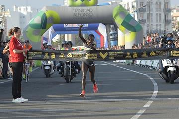 Peres Jepchirchir breaks the course record at the 2016 Valencia Half Marathon (organisers)