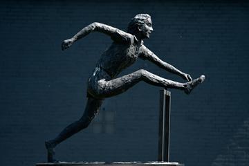 A statue of Fanny Blankers Koen outside the Fanny Blankers-Koen Stadion in Hengelo (IAAF)