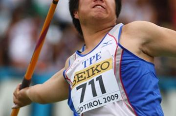 Shih-Feng Huang of Taipei on his way to winning gold in the Boys' Javelin Throw final (Getty Images)